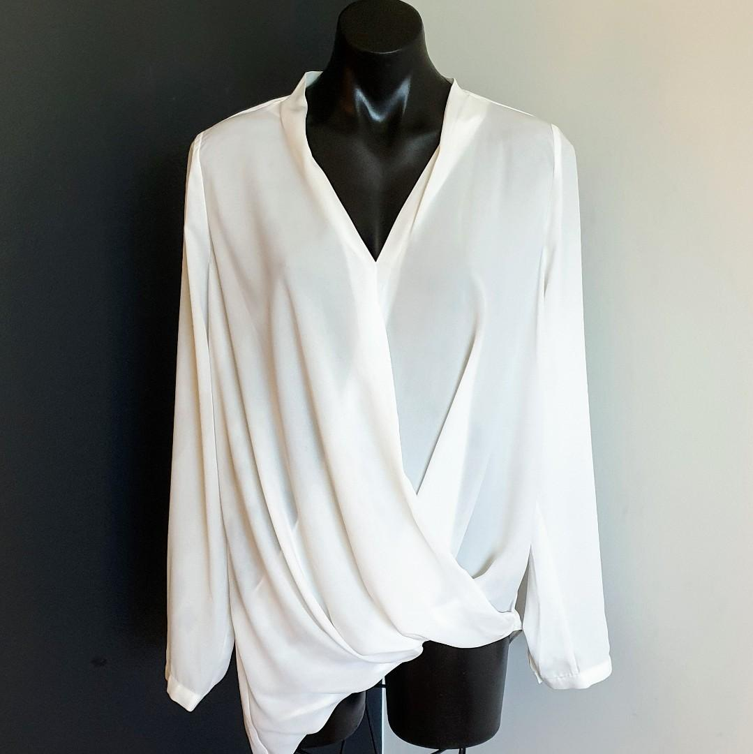 Women's size 12 'PORTMANS' Gorgeous white long sleeve blouse top- AS NEW