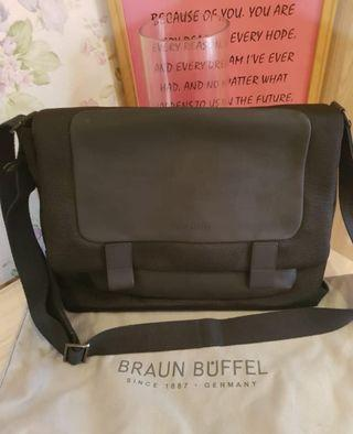 Good Condition Braun Buffel Bag with dustbag.