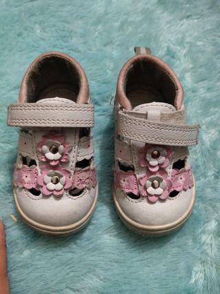 Sepatu bayi mothercare