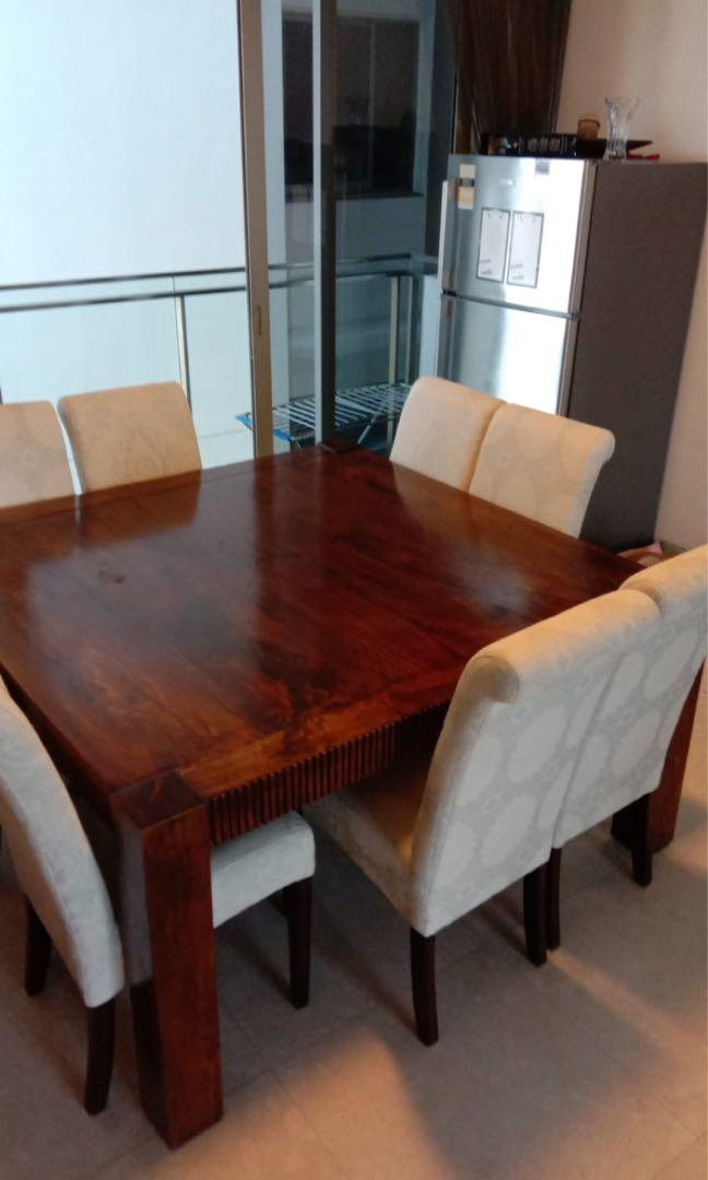Dining Table And Chairs On Carou