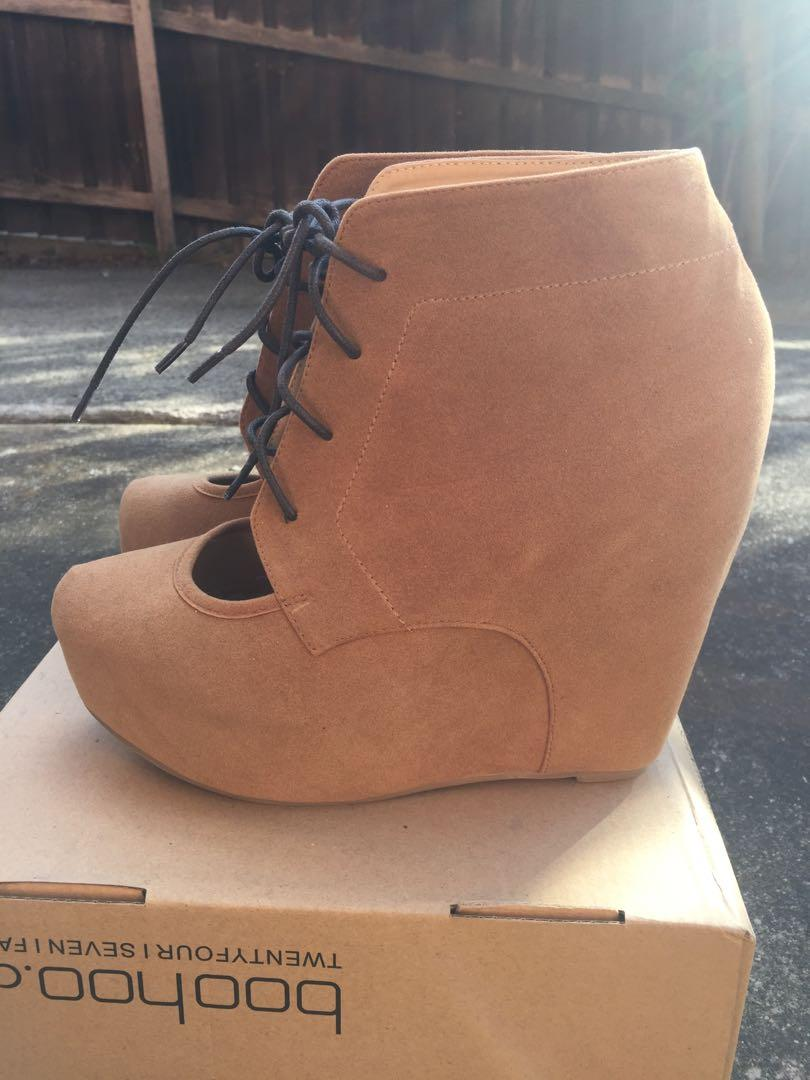 NEW Glassons SZ 9 Tan / Beige Faux Suede Ankle Boot w Lace Platform Detail RRP $59.99