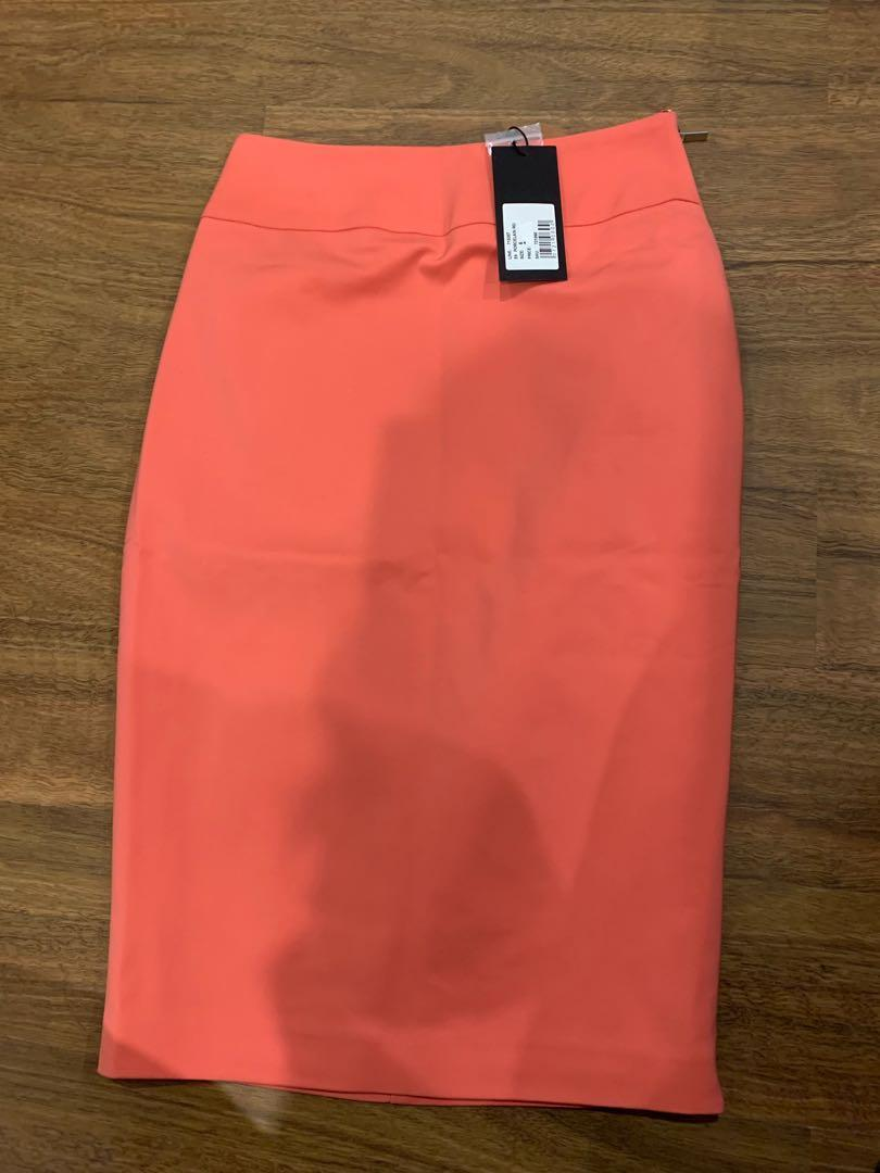 Portmans Skirt size 6 never worn with original tag