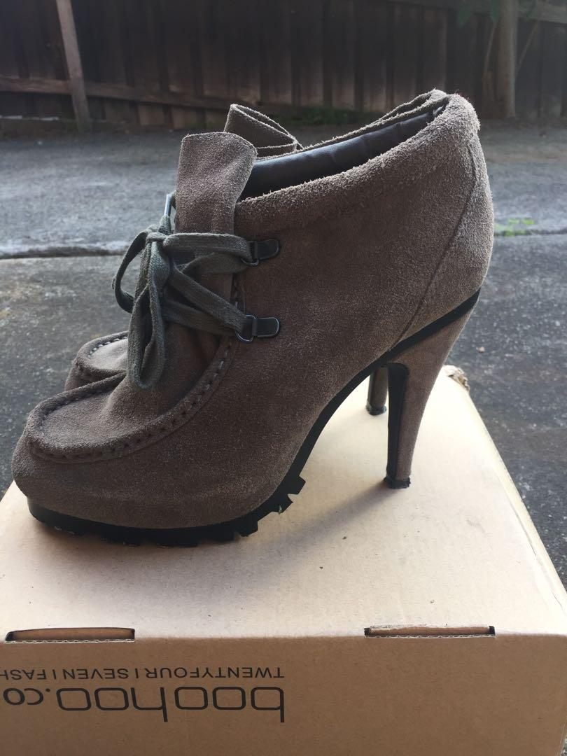 Sports girl SZ 8 RRP $99.95 Grey / Taupe Suede Ankle Boots w Lace Up Detail