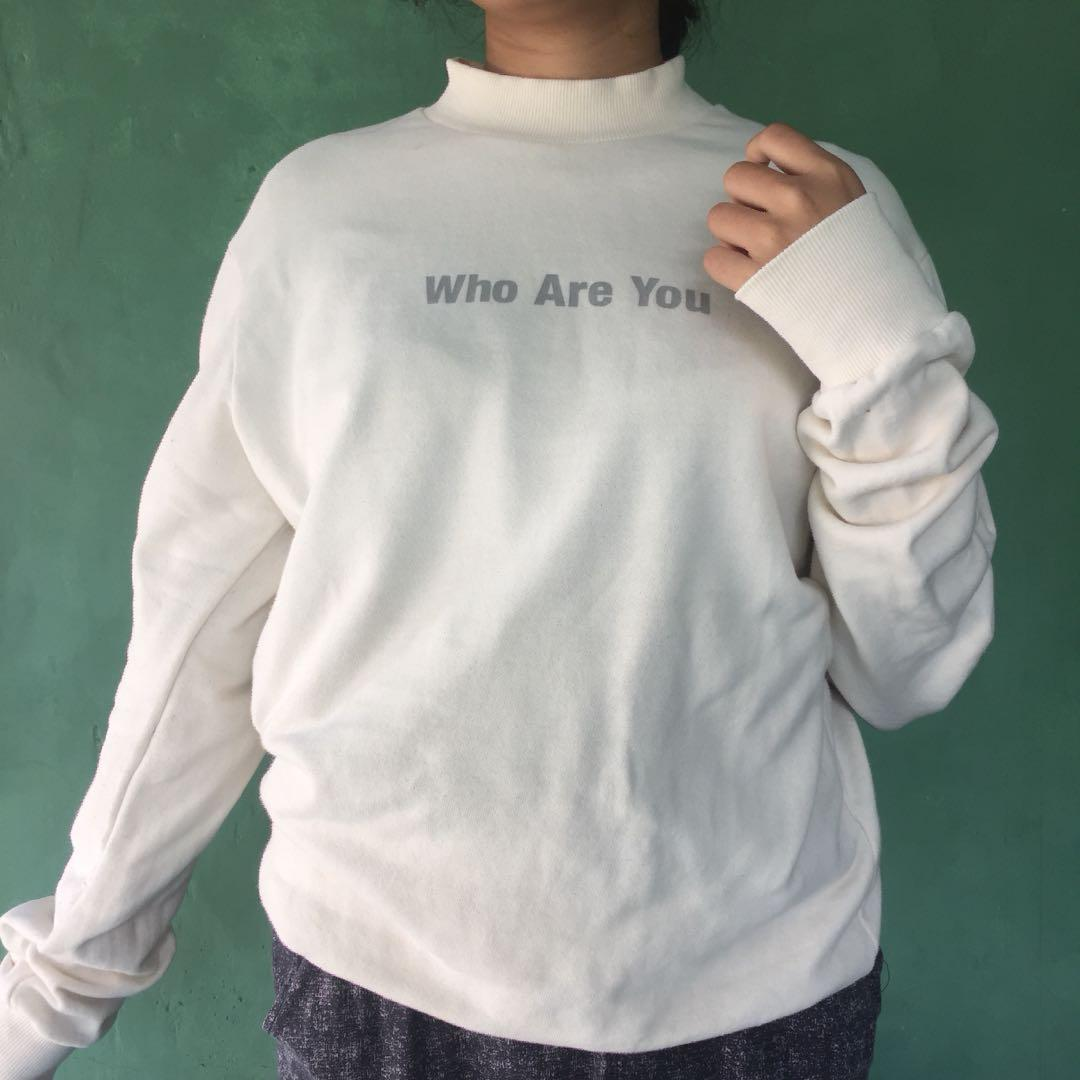 turtleneck brokenwhite sweater