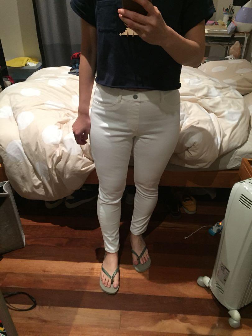 Uniqlo white skinny jeans/ jegging Size M 28-29 inch