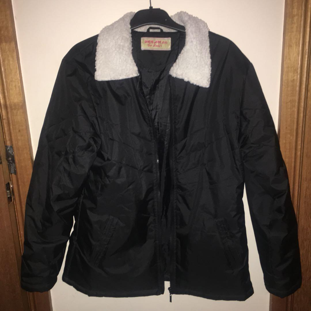 Woman's puffer jacket with wool collar