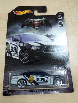 Hot Wheels Batman V Superman Batman 80 years '11 Dodge Charger R/T