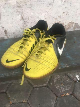 Nike Jr. Support Sepatu futsal