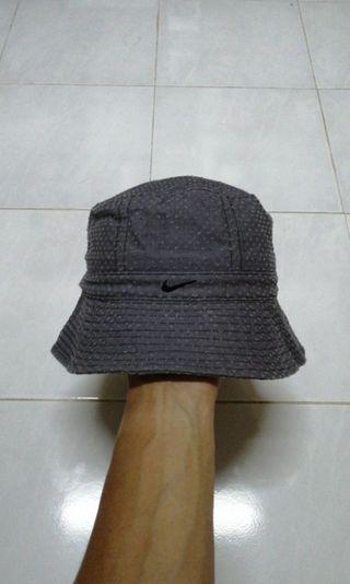 Bucket hat Nike topi