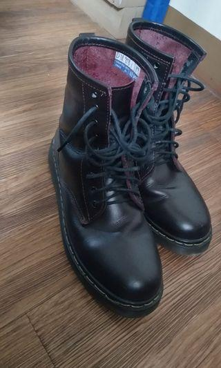 fb115f72ff42e Mens boots - size us8.5 genuine cow leather Dr. Martens style made in