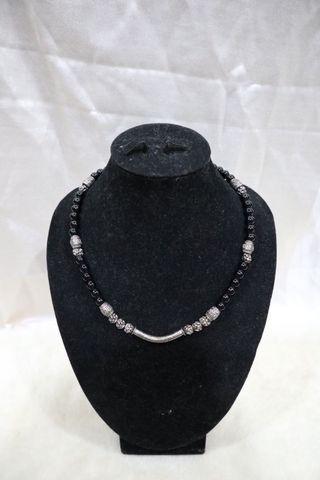 Kalung batu  hitam