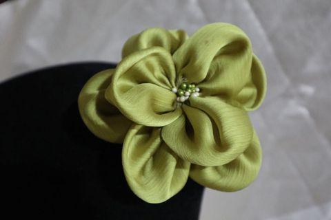 Bros Bunga hijau tosca
