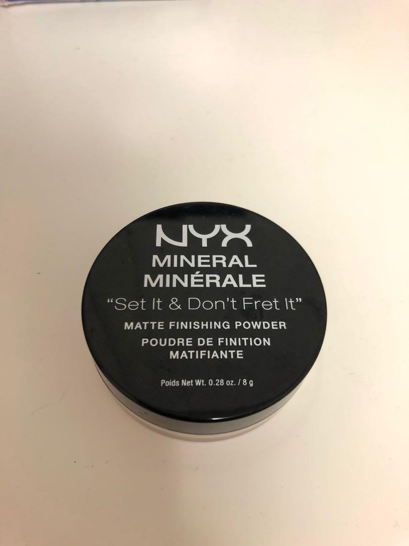 """Set it & Don't Fret it"" Mineral Matte Finishing Powder (Original)"