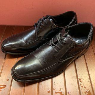 近新 尖頭亮面 男生皮鞋 紳士鞋 25.5