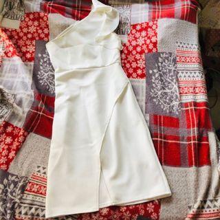 Dress white one shoulder harga beli Rp. 280.000