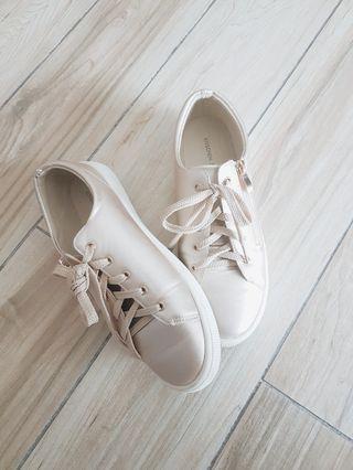 Kitschen neutral sneakers