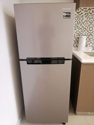 (MOVING OUT SALE) Samsung 2 Door Inverter Fridge 203L (RT19M300BGS)