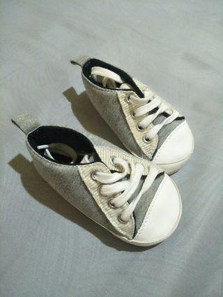 Sepatu baby kets