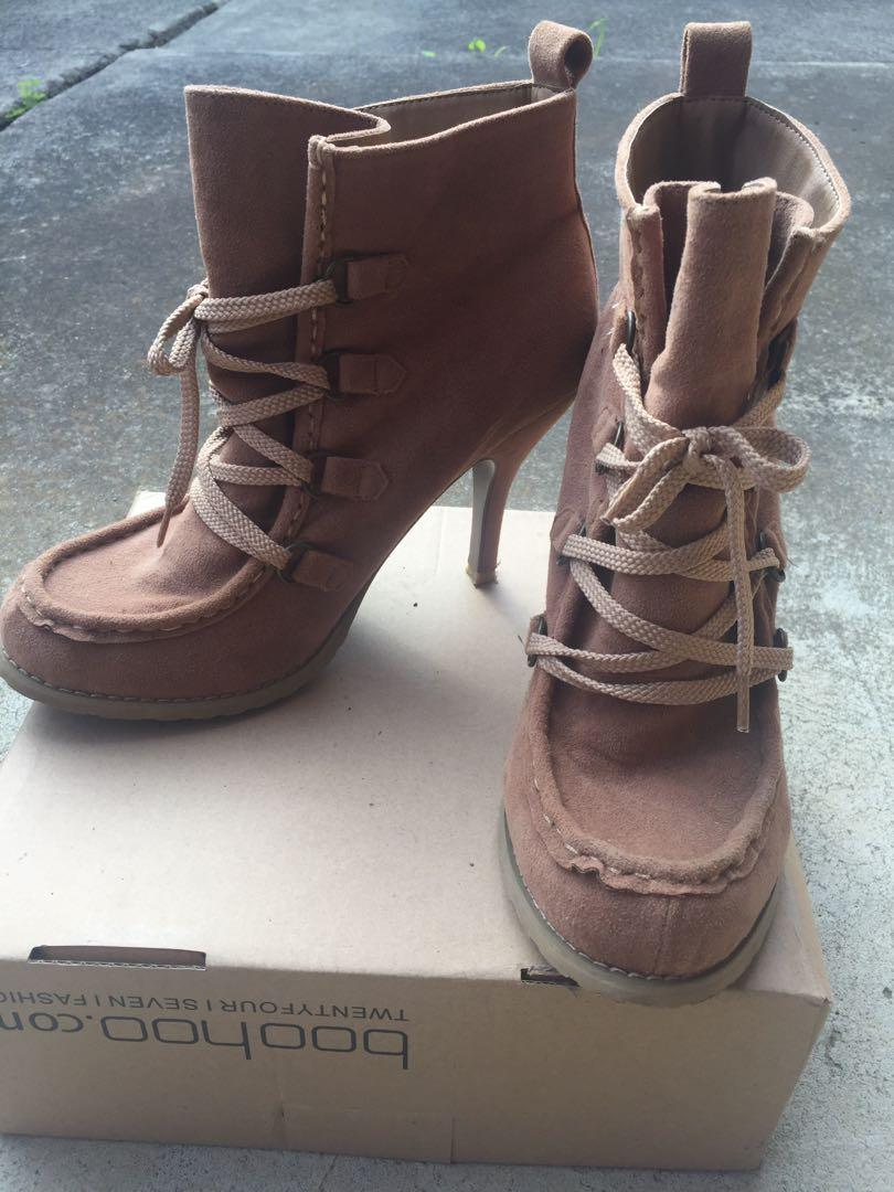 Forever 21 SZ 9 Moccasin Tan Brown Faux Suede Ankle Boot Lace Up Heels