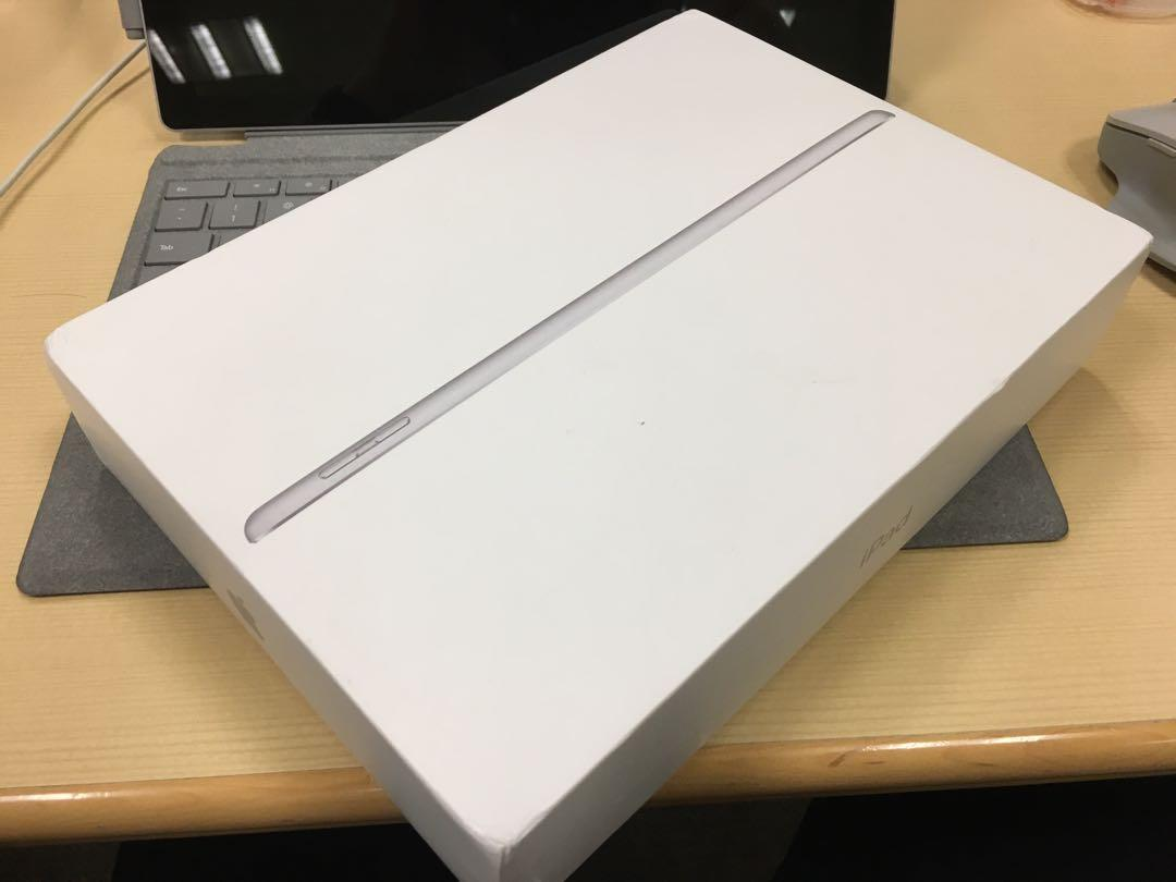 iPad 2018 6th gen Silver 32G