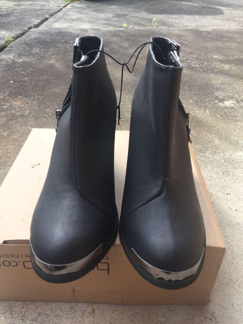 NEW Rubi SZ 40 / 9 Black Ankle Boot w Stud Zip Detail and Chunky Heel