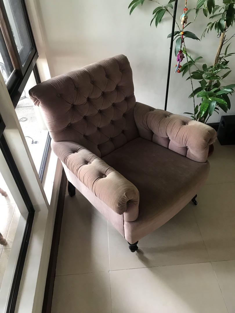 Chesterfield Sofa With Accent Chairs.Velvet Chesterfield Sofa And Accent Chair On Carousell