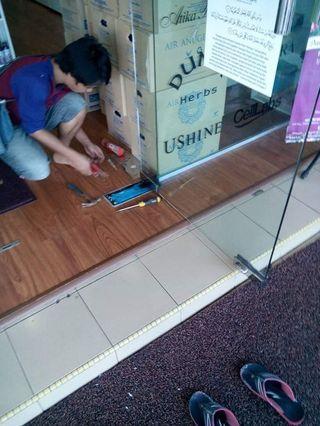 Contractor Replace/Installation Hidraulic FloorSpring GlassDoor Petaling Jaya