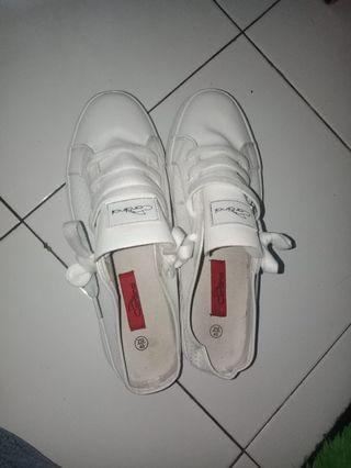 Sepatu sandal by Cardinal