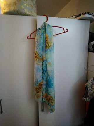 水藍薄長圍巾