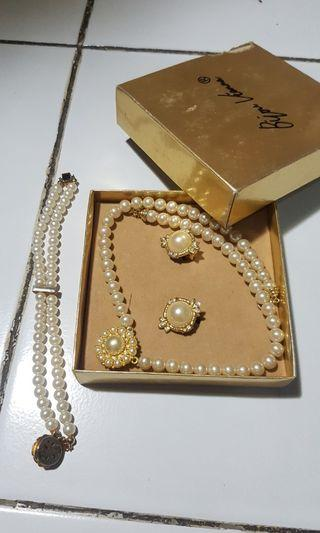 Accesories 1 set (Kalung-Gelang-Anting)