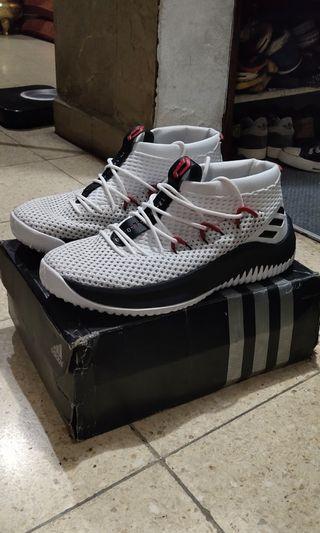 Sepatu basket Adidas Dame 4
