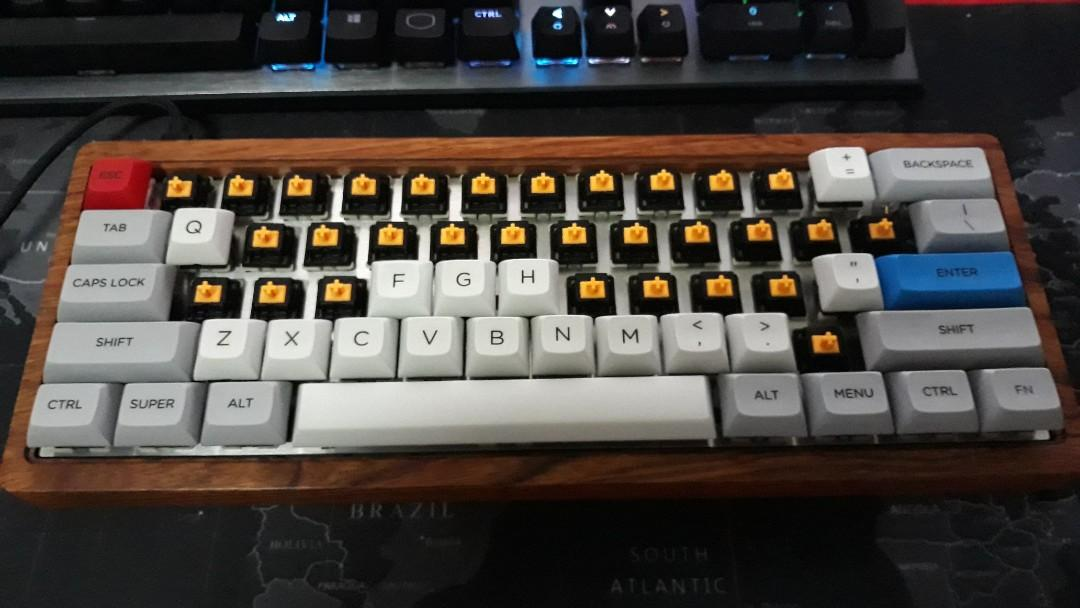 60 Lubed Gateron FF Cheese with Cherry Switch tops on Carousell