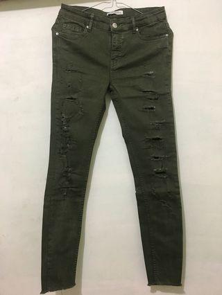 Zara women ripped jeans