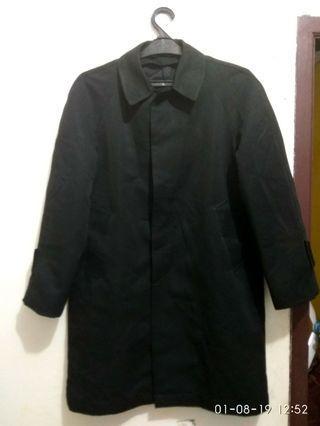 Jaket panjang hitam pekat