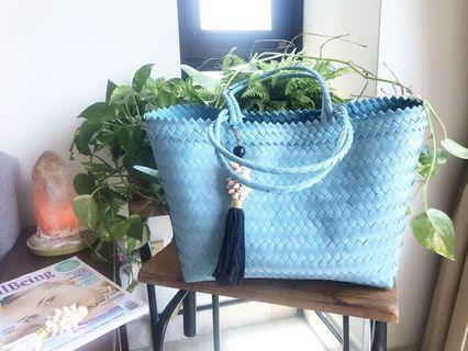 Handwoven woman shoulder bag