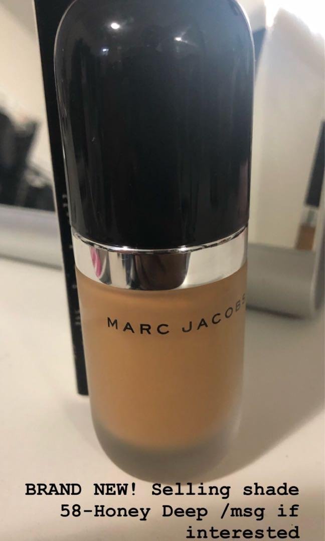 Marc Jacobs remarcable foundation 58-honey deep