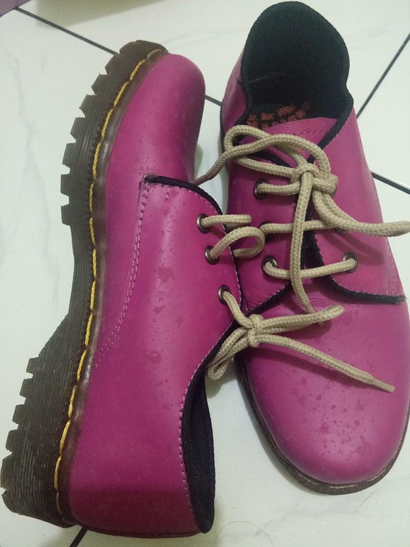 Sepatu dockmart