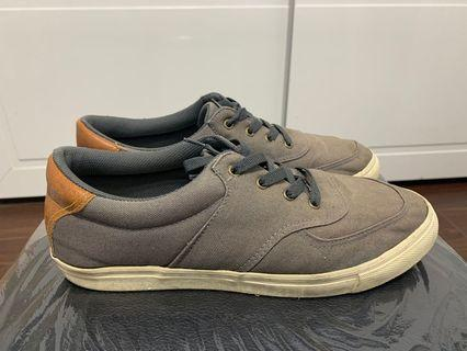 休閒鞋十號鞋長28cm