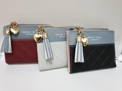 Brand new short wallet ( real photo of the item )