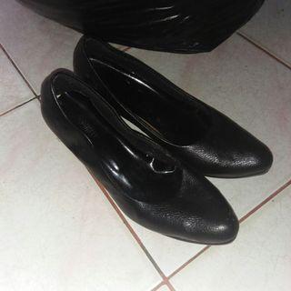 Sepatu kulit kerja wanita