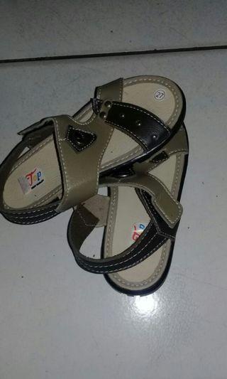 Sepatu sendal anak