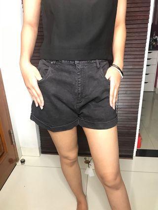 Black Shorts / Celana Pendek / Hotpants