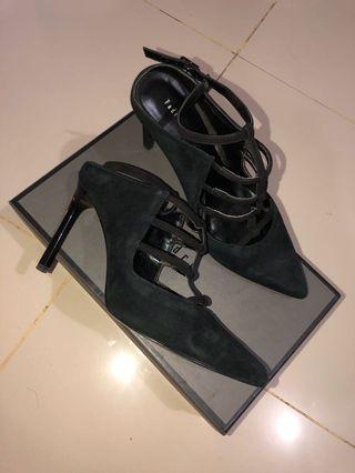 Pedro heels