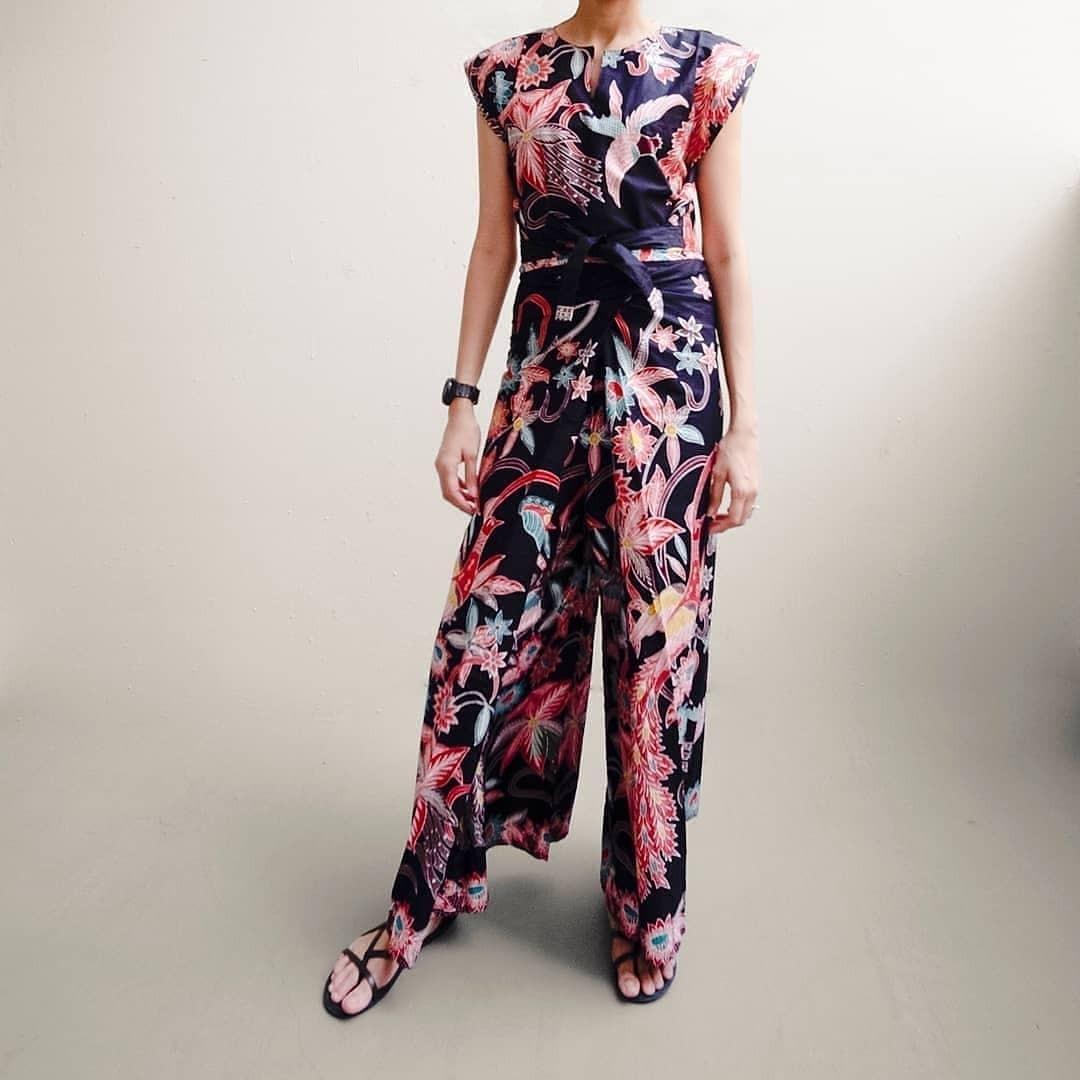 Batik Vinie wrap crop top