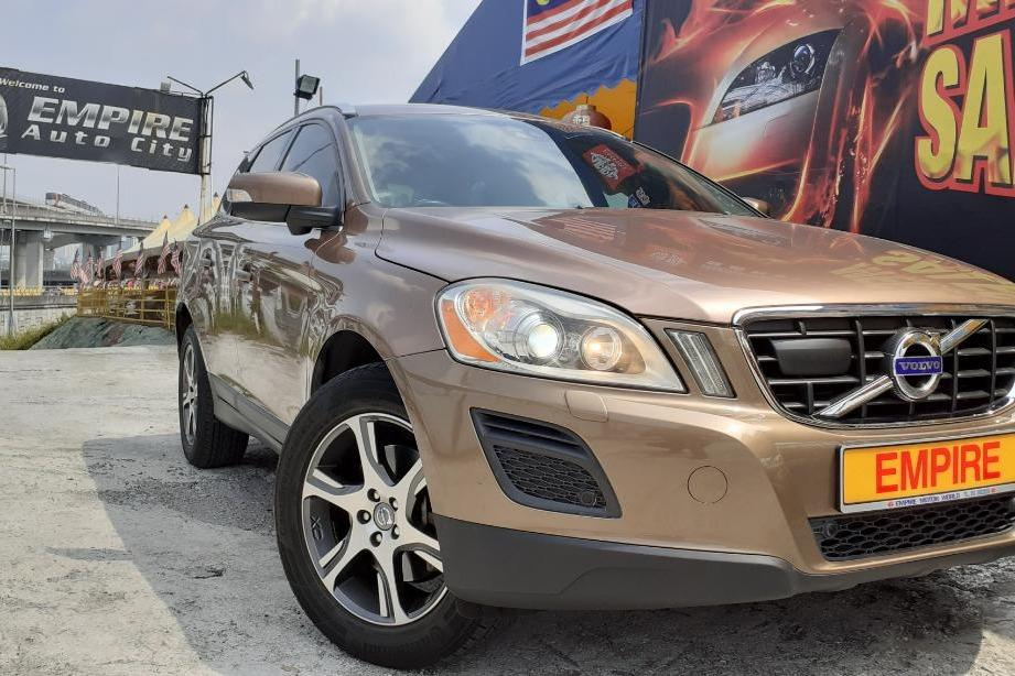 VOLVO XC60 T5 2.0 (A) SUV 5 SEATERS !! 16 VALVE TWIN TURBO CHARGED !! FRONT WHEEL DRIVE !! 6 SPEED AUTOMATIC TRANSMISSION !! FULL SERVICE RECORD BY VOLVO !! NEW FACELIFT !! PREMIUM SUV FULL SPECS !! ( WXX 6096 ) 1 CAREFUL OWNER !!