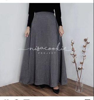 Grey Skirt nisacookie