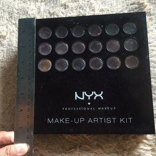 Saleee!!! Preloved Makeup Palette NYX Makeup Artist Kit S101