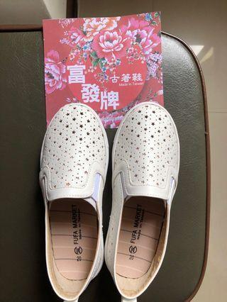 🔥全新女童透氣星星樂福鞋。腳內長20公分。原價490