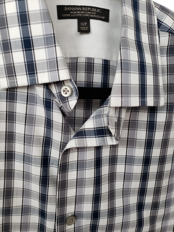 Banana Republic mens business/casual shirt. Size small.