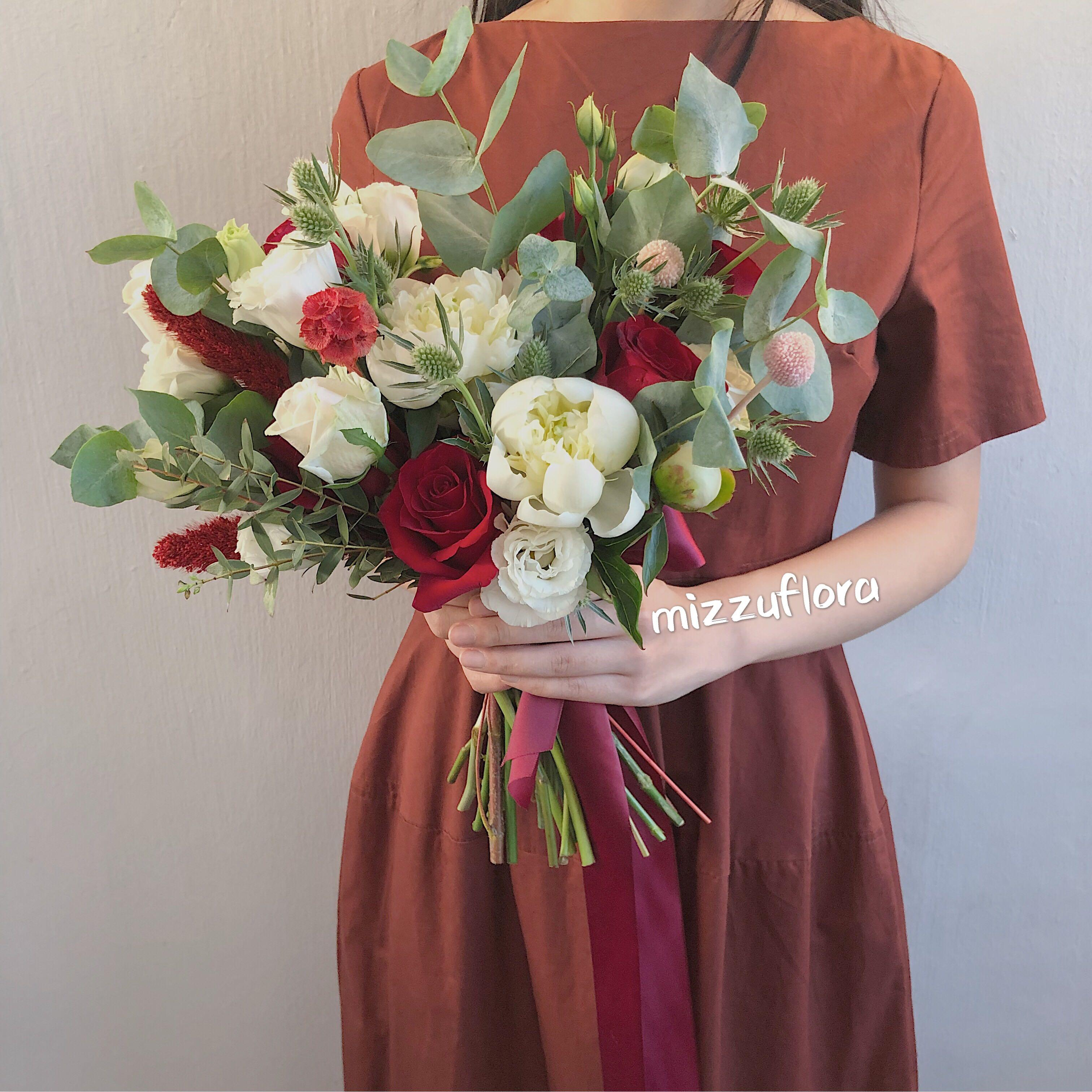 Fresh Bridal Bouquet Rustic Bridal Bouquet Round Shape Bridal Bouquet Wedding Flowers Flowers Roses 婚礼花束 手捧花 新娘花 Gardening Flowers Bouquets On Carousell